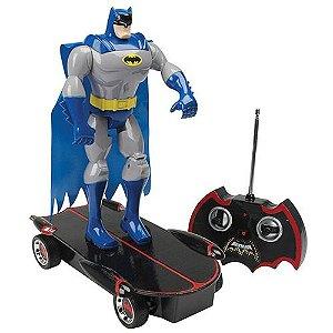 Skate de Controle Remoto com Boneco Articulado Batman Night Skater - Candide