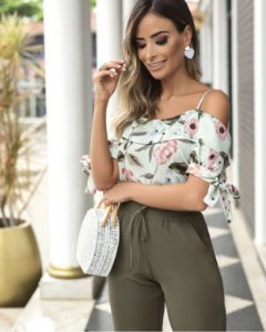 Blusa Floral Ombro Vazado