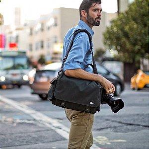 Bolsa Lowepro Urban Reporter 150 LP36616 para câmera, lente, tablet e acessórios