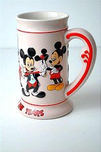 Caneca Disney 500 ml com figuras em relevo