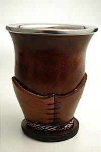 Cuia com suporte em couro e bocal em aço inox