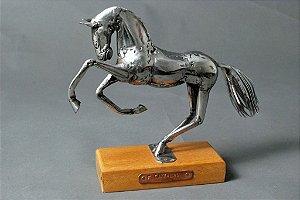 Escultura de cavalo 22 em solda e aço inox