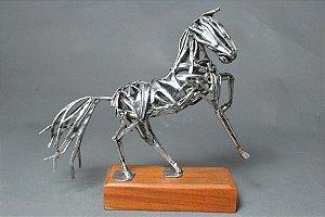 Escultura cavalo vazado