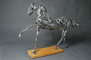 Escultura de cavalo vazado