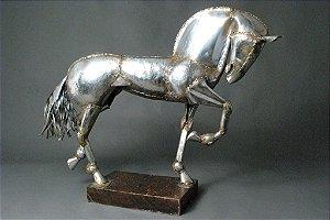 Escultura cavalo grande em solda e aço inox