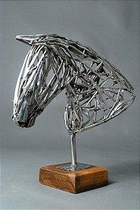 Escultura Busto de cavalo vazada em inox