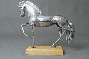 Escultura de cavalo em aço inox