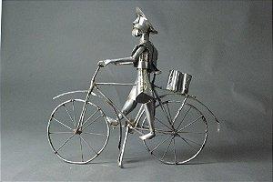 Escultura Gaúcho de bicicleta