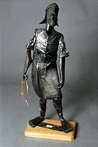 Escultura em metal Laçador