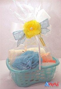 Kit cesta de sabonete com 1 toalha, 1 bucha de banho e 2 sabonetes