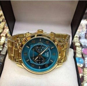 Relógio com Pulseira Dourada