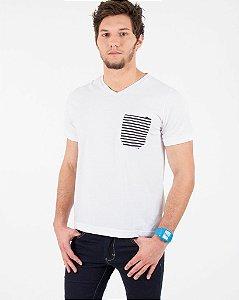 Camiseta Branca com Bolso Listrado