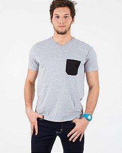 Camiseta Mescla com Bolso Preto