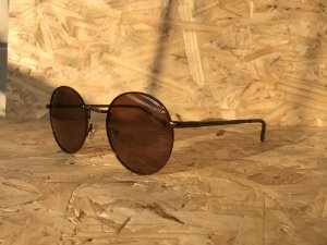 Round brown polarized