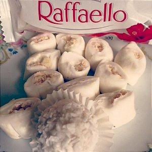 Bala de coco tradicional com recheio de Raffaello