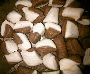Bala de coco Tradicional meio a meio chocolate
