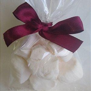 1/2 kg tradicional branca comum  1/2 tradicional com recheio de leite ninho  Balas R$ 88,00