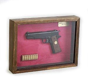 Quadro Retro Pistola Colt M1911 Calibre .45 AC Preta Fundo Vermelho