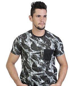 Camiseta Camuflada com Bolso