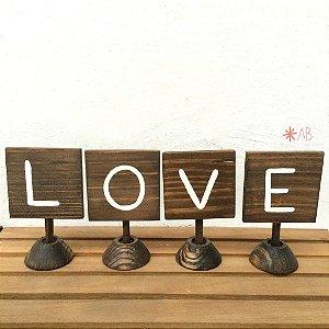 Plaquinhas quadradinhas de pezinho com coração pintado