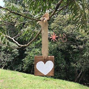 Plaquinha hang mini com coração pintado