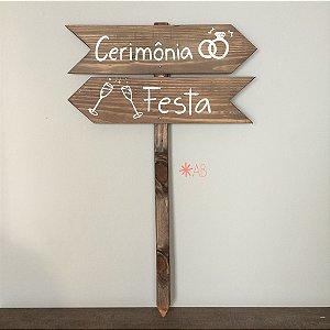 """Plaquinha sinalizadora com setas """"Cerimônia"""" e """"Festa"""""""