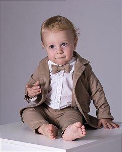 Conjunto Alexandre - Camisa Branca, calça, blazer e kit acessórios (cinco peças) | Bege