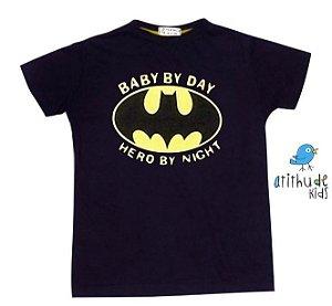 Camiseta Baby by day, hero by night - Preta