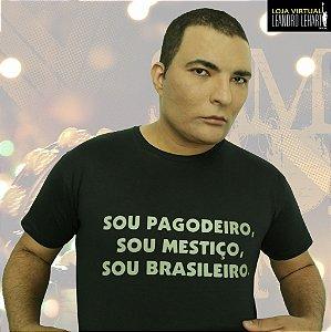 "Camiseta Clássica  ""SOU PAGODEIRO, SOU MESTIÇO, SOU BRASILEIRO."""