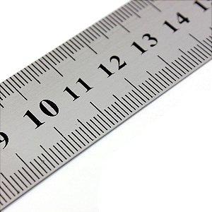 Régua de aço 100 cm com gravação baixo relevo em cm de um lado e inch do outro