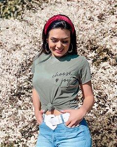 """T-shirt """"Escolha a alegria""""."""