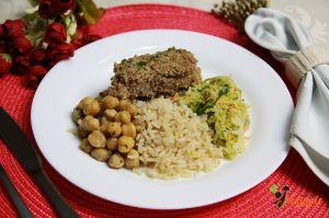 EQ06 - Kibe assado com ricota, arroz integral, grão-de-bico, repolho refogado ao azeite e alho