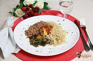 EQ07 - Rolinho de frango recheado com cenoura e vagem ao sugo com arroz integral, feijão e berinjela picante