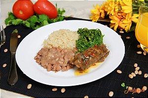 EQ08 - Bife à role com cenoura e vagem ao sugo com arroz integral, feijão e couve manteiga refogada