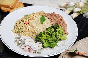 EQ13 - Frango desfiado com jardineira de legumes com arroz integral, feijão e brócolis refogado com azeite e alho