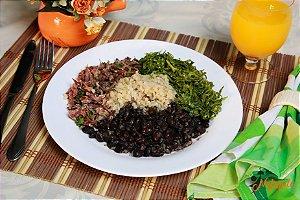 EQ21 - Feijoada light com carne seca desfiada, arroz integral, feijão preto e couve-manteiga refogada