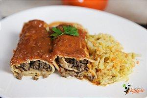 M03 - 2 Panquecas integral com carne de patinho moído ao sugo + repolho com filetes de cenoura refogados ao azeite e alho.