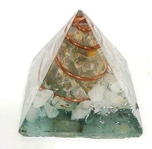 Pirâmide em Orgonite - P