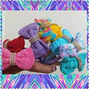 Arco com aplicação em crochê