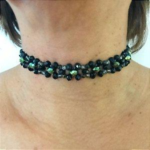 Colar choker feminino com cristais preto e verde furtacor