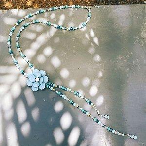 Colar feminino com flor azul turquesa