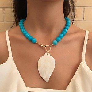 Colar de Pedra com Pedra Azul e Flor de Madrepérola