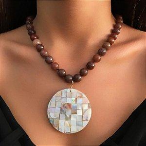 Colar de Pedras Naturais com Pingente Mosaico de Madrepérolas
