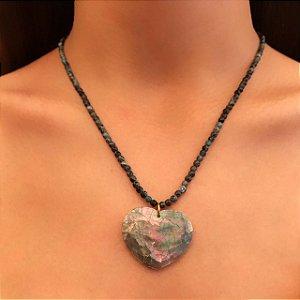 Gargantilha com Pedras Naturais e Coração de Madrepérola