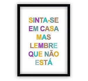 Poster com Moldura - Sinta-se Em Casa Mas Lembre Que Não Está