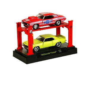 1969 CHEVROLET CAMARO 2 PACK + ELEVADOR 1/64 M2 MACHINES AUTO-LIFT R12 M2M33000-12