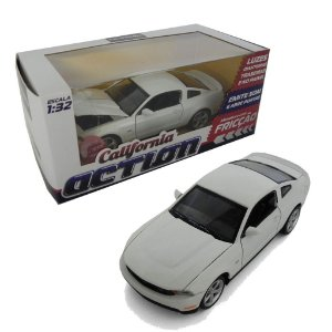 FORD MUSTANG GT COM FRICÇÃO 1/32 CALIFORNIA ACTION 68323
