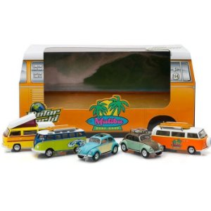 DIORAMA FUSCA KOMBI MALIBU SURF SHOP 1/64 GREENLIGHT MOTOR WORLD 58029
