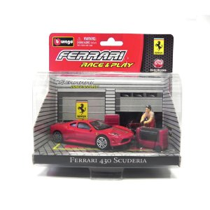 DIORAMA FERRARI 430 SCUDERIA RACE AND PLAY 1/43 BBURAGO 18-31100