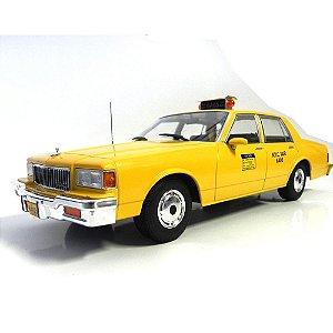 1985 CHEVROLET CAPRICE CLASSIC SEDAN NEW YORK CITY 1/18 MODEL CAR GROUP MCG18038